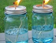 Citronella candles to keep the bugs away! Easy to make, just need a couple mason jars, string, and citronella and you're good to go! Pot Mason Diy, Mason Jar Candles, Oil Candles, Candle Wicks, Scented Candles, Mason Jar Projects, Mason Jar Crafts, Diy Jars, Easy Diy Projects