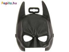 Légy Te Gotham City megmentője! A Batman A sötét lovag álarc egy fekete maszk, amivel ki tudod egészíteni a Denevérember jelmezed! Az álarc puhább műanyagból készült, a szemeknél ki van párnázva, a maszkot tépőzáras gumiszalaggal tudod az arcodhoz rögzíteni. A Batman A sötét lovag álarc univerzális méretű, kisebbek és nagyobbak is hordhatják! Gotham City, Batman, Darth Vader, Fictional Characters, Products, Fantasy Characters, Gadget