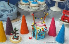 Charlie Brown Christmas party, Peanuts, Department 56, Charlie Brown Christmas food, Charlie Brown Christmas cupcakes, Snoopy Gingerbread Doghouse, Snoopy Cookies, Charlie Browni