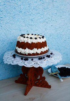 Bundt cake - Guguluf cu crema de mascarpone si coacaze Cakes, Desserts, Food, Tailgate Desserts, Deserts, Cake Makers, Kuchen, Essen, Cake