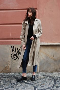 Black sweater, jeans & classic trenchcoat