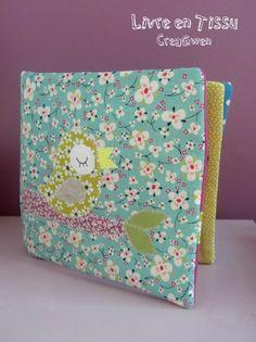 Livre en tissu. Couverture oiseau adorable!