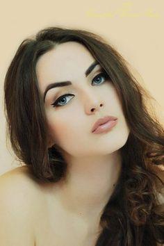 Aida Dapo / Idda Van Munster   OMG , she's so beeeeautifuuul. she's froooom my country #BOSNIAN #BEAUTY