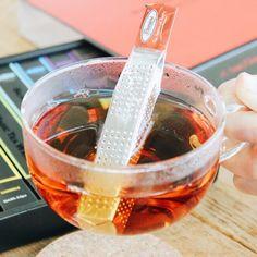 【SILVER MAGIC TEA WAND 8】 美しく、ユニークデザインな紅茶ギフト。 TeaWandを振ると、香り高い紅茶がスティックの中から溢れ出します。美味しい紅茶で「笑顔の魔法」をかけましょう!
