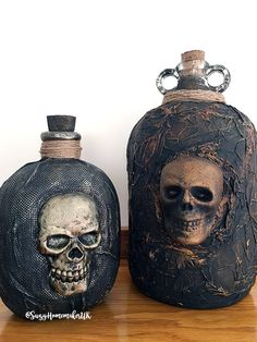 DIY Gallon Jug Skull and Homsense Potion Bottle – The World of Suzy Homemaker: www. Halloween Skull, Easy Halloween, Vintage Halloween, Halloween Crafts, Halloween Poems, Glass Bottle Crafts, Diy Bottle, Bottle Art, Halloween Potion Bottles