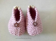Free knitting patterns for baby booties, consisting of adorable booties knit on two needles and in the round. Check out our knitting pattern child boo. Knit Baby Shoes, Crochet Shoes, Baby Boots, Crochet Baby Booties, Knit Crochet, Knitting For Kids, Baby Knitting Patterns, Baby Patterns, Free Knitting