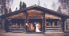 Panoramic wedding portrait. Location: near Hämeenlinna, Finland. www.valokuvausoxa.com
