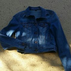 """AE Jean Jacket American Eagle Denim Button Up Jacket/ Coat. 5 buttons. Side pockets. Size Medium. 99% Cotton, 1% Spandex.  When buttoned, laying flat, from shoulder to bottom is approximately 19"""" long, across chest, 17"""" wide. Sleeve length: 25"""" long. No rips, tears or defects. Comes from a smoke free home. American Eagle Outfitters Jackets & Coats Jean Jackets"""