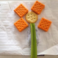 Flower snack Kindergarten Snacks, Preschool, Mothers Day Crafts For Kids, Kids Crafts, May Themes, The Tiny Seed, Kid Recipes, Just Eat It, Summer Camps