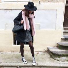 C h a p e a u #ootd #outfit #outfitoftheday - • Manteau #NewLook • Perfecto #Mango • Robe (new) #Zara • Sac (new) #Mango • Chapeau #hm • Écharpe #Zara • Baskets #Converse Belle soirée les poupées 💗