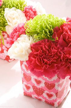 Amy - if Kory asks your mom for flowers for me, I like this one! Valentine Flower Arrangements, Funeral Flower Arrangements, Valentines Flowers, Funeral Flowers, Be My Valentine, Floral Arrangements, Valentine Ideas, Sunflower Centerpieces, Photo Bouquet