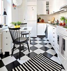 Una cocina vintage en blanco y negro: nos encanta el damero blanco y negro