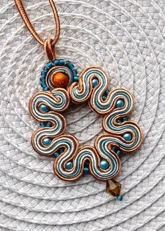 Soutache Pendant Necklace in Turquoise, Toffee and Cream colour. via Etsy. Quilling Jewelry, Paper Jewelry, Fabric Jewelry, Jewelry Crafts, Beaded Jewelry, Handmade Jewelry, Soutache Pendant, Soutache Necklace, Pendant Necklace