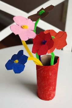 easy paper and pipecleaner flowers; found at Alanna George