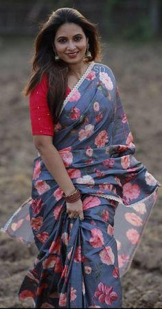 Aunty In Saree, Navel, Beauty Women, Desi, Wrap Dress, Kimono Top, Indian, Woman, Tops
