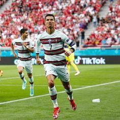 Cristiano Ronaldo Cr7, Cristiano Ronaldo Manchester, Cristiano Ronaldo Wallpapers, Manchester United Ronaldo, Manchester United Champions League, Dwayne Johnson, Lionel Messi, Ronaldo Football, Soccer