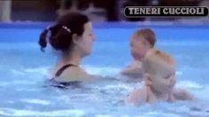 Neonati che nuotano sott'acqua immagini stupende (+playlist)