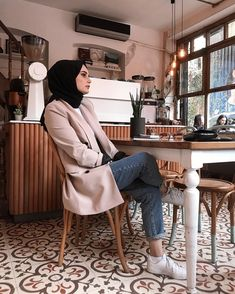 Image may contain: 2 people, people sitting and indoor Modern Hijab Fashion, Street Hijab Fashion, Arab Fashion, Muslim Fashion, Modest Fashion, Modest Dresses, Modest Outfits, Girl Outfits, Fashion Outfits