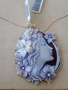 Gold loose cameo pendant lady italian cameo jewelry donadio cameo shell pendentif camée colgante camafeo カメオペンダント Камея подвеска gift in 2019 Cameo Jewelry, Cameo Necklace, Clay Jewelry, Jewelry Art, Jewelry Design, Cameo Ring, Jewelry Shop, Vintage Brooches, Vintage Jewelry