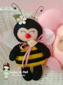 *FELT ART ~ Dreams Honey 'ੴ - Crafts in felt and fabric: bugs in felt Fabric Animals, Felt Animals, Sewing Crafts, Sewing Projects, Felt Christmas Ornaments, Felt Patterns, Felt Dolls, Sock Dolls, Rag Dolls
