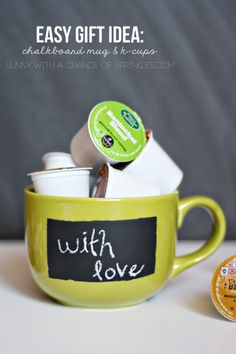 Super Cute DIY Valentine Chalkboard Crafts: Chalkboard mug and k-cups Creative Gifts, Cool Gifts, Best Gifts, Holiday Gifts, Christmas Gifts, Ideias Diy, Jar Gifts, Valentines Diy, Homemade Gifts