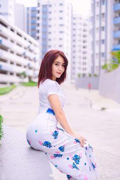Pretty Asian Girl, Cute Asian Girls, Beautiful Asian Girls, Women With Beautiful Legs, Mode Du Bikini, Burmese Girls, Myanmar Women, Asian Model Girl, Night Dress For Women