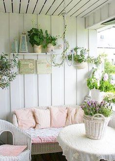 Pretty cottage porch #homedecor #cottage