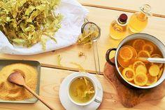 Recept na domáci lipový sirup   popradske.sk Ramen, Smoothie, Drinks, Ethnic Recipes, Food, Syrup, Drinking, Beverages, Essen