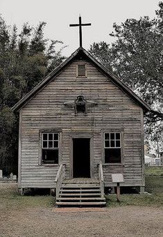 Old church ~ I would love to hear that bell ringing on Sunday mornings. Can you hear the singing. Abandoned Churches, Old Churches, Abandoned Places, Architecture Religieuse, Church Pictures, Ghost Pictures, Old Country Churches, Take Me To Church, Church Architecture