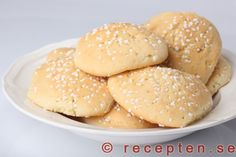 Mandelkubb - Mycket goda mandelkubb som är superenkla att göra - rör bara ihop smeten och klicka ut. Enkelt recept. Bagan, European Cuisine, Sandwich Cake, Bun Recipe, Swedish Recipes, Fika, Baking Tips, No Bake Cake, Cookie Recipes