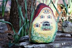 † Klaudia's Painted Stones - wouldn't something like this make a cute fairy house in the garden? (This is the home of a very civilized, upscale fairy, lol)