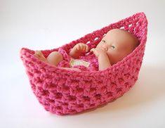 Noah Ark Moses - nesting cocoon pod - newborn crochet basket Baby Sweater Patterns, Baby Patterns, Crochet Patterns, Newborn Crochet, Crochet Baby, Knitted Baby, Noah Ark, Doll Toys, Dolls