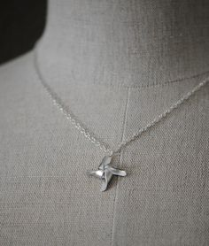 @nikki striefler Daub this would be a cute and simple necklace for your wedding day