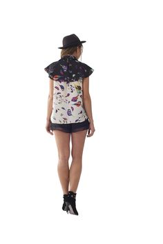 Love the shape of this top, with stunning bird print    www.wondaland.co.uk