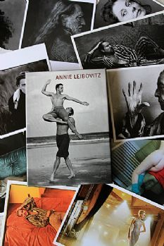 Photographic Postcard Set (25 Cards) - Annie Leibovitz