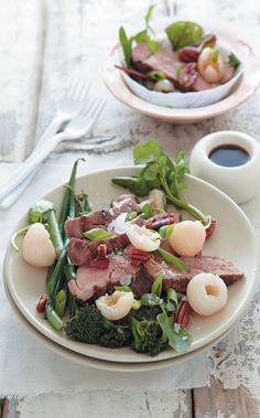 Grilled pork, litchi and green salad with a soy sauce dressing Fat Flush Diet, Tenderstem Broccoli, Pork Salad, Pork Fillet, Grilled Pork, Salad Ingredients, Biryani, New Recipes, Easy Recipes