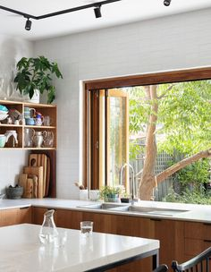 The Design Files – A Sustainable Home, Designed To Connect To Community. Photo … The Design Files – A Sustainable Home, Designed To Connect To Community. The Design Files, Küchen Design, Design Ideas, Design Inspiration, Minimalism Living, Sweet Home, Bungalow Renovation, Street House, Elm Street