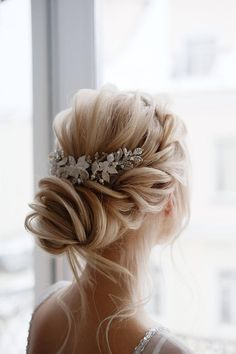 Wedding hairpiece in silver with white flowers headband Flower Hair Comb Bridal Hair Comb Wedding Ha Easy Hairstyles For Medium Hair, Loose Hairstyles, Bride Hairstyles, Hairstyle Ideas, Medium Length Wedding Hairstyles, Hair Ideas, Unique Wedding Hairstyles, Hair Comb Wedding, Wedding Hair Pieces