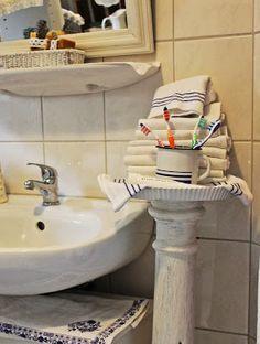 Badezimmerablage aus alter Säule und Tarteform / Bathroom tray made of an old pillar and a cake pan
