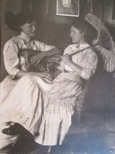 Lovely, soft focus, real photo postcard of two women. One woman holds a pretty parasol. Id'ed on back : Bessie H. and Lela Wilson. Vintage Pictures, Old Pictures, Old Photos, Art Nouveau, Victorian Women, Victorian Era, Belle Epoque, Under My Umbrella, Photo Postcards