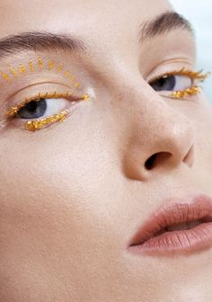 20% off your first mani/pedi with LeSalon in London. 5 star nail services in homes, hotels and offices. Discount code PINT20 at lesalonapp.com #eyes #makeup #gold #beauty
