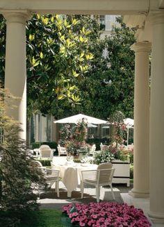 Le Bristol Le Bristol, Best Hotels, Luxury Hotels, Paris Chic, French Restaurants, Paris Shopping, Paris Hotels, Beautiful Hotels, Grand Hotel