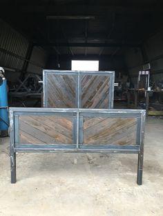 Reclaimed wood Industrial bed van ASIndustrialDesigns op Etsy