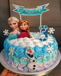 95 suggestions to enchant your guests - Birthday FM : Home of Birtday Inspirations, Wishes, DIY, Music & Ideas Frozen Themed Birthday Cake, Frozen Themed Birthday Party, Disney Frozen Birthday, Birthday Fun, Themes For Birthday Parties, Decoration Ideas For Birthday, Disney Frozen Cake, Frozen 2, Carnival Parties