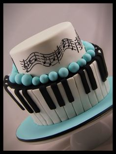 A different take on a piano cake!