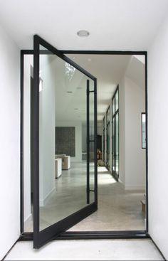 Een prachtige pivoterende deur