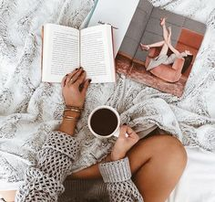 35 ideas fashion photography poses beds for 2019 Blogger Poses Photography, Lifestyle Photography, Fashion Photography, Flat Lay Photography Instagram, Laptop Photography, Coffee Photography, Morning Photography, Flat Lay Inspiration, Photographie Portrait Inspiration