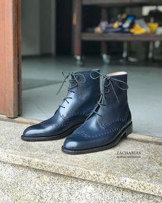 Nové #boty z naší dílny. #botynamiru #bespokeshoes #weltedshoes #luxuryshoes #darkblueshoes #leatherwork #handmade #shoemaking