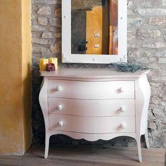 Cassettiera bombatain legno a 3 cassetti con finitura shabby, disponibile in vari colori e realizzata in Italia da Castagnetti.