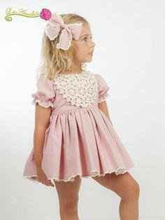 BOUTIQUE LUNA : La Amapola, esta campaña estan que rabian de diseño. Little Dresses, Little Girl Dresses, Cute Dresses, Baby Girl Fashion, Tween Fashion, Little Girl Models, Frocks For Girls, Moda Casual, Baby Dress